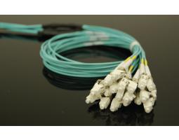 Kabel, optički, prespojni, 50/125um OM3, konektori po izboru, 2m, LSZH, trunk, 12-nitni